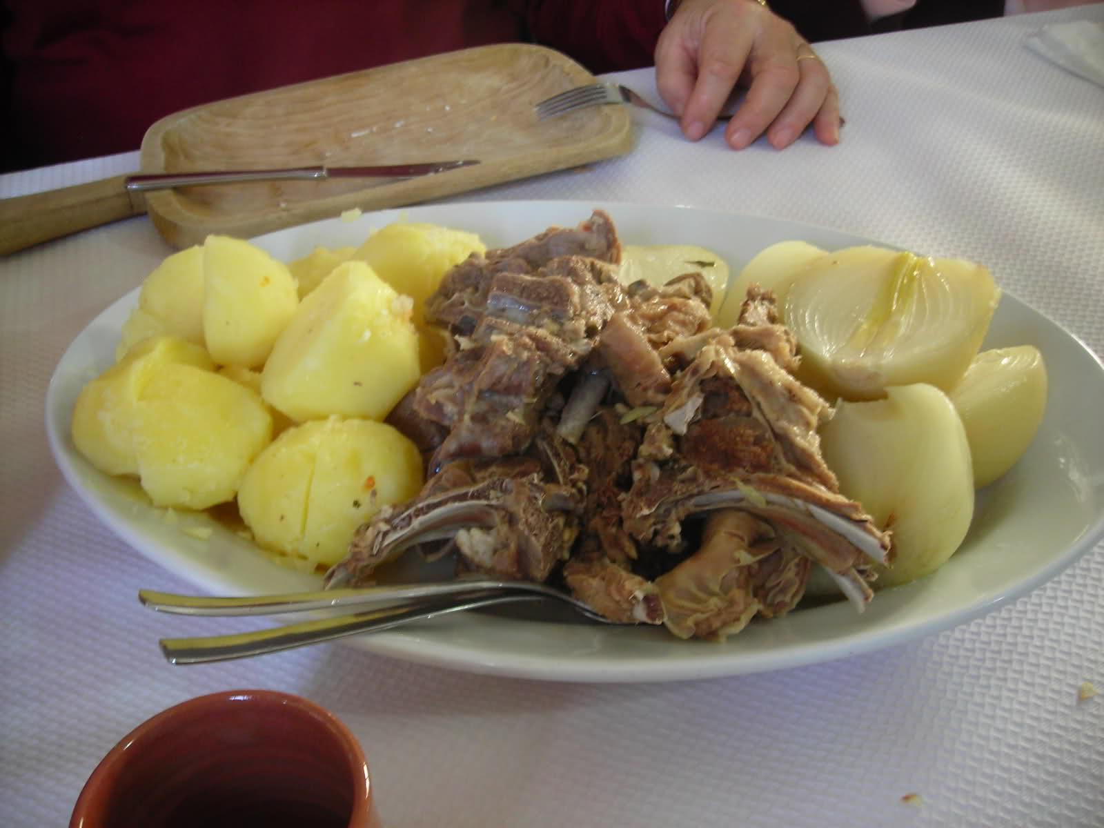 pecora con patate fonni